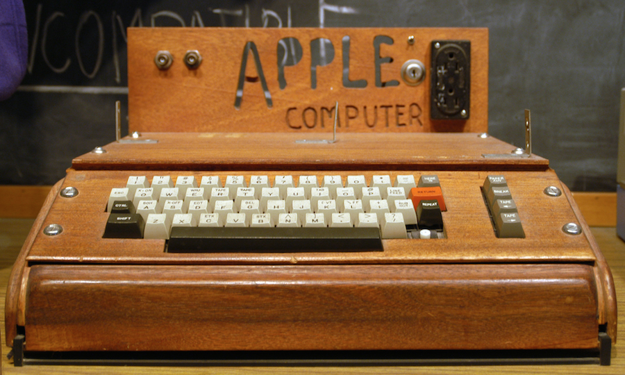 Le micro-ordinateur Apple 1, créé en 1976 par Steve Wozniak et Steve Jobs